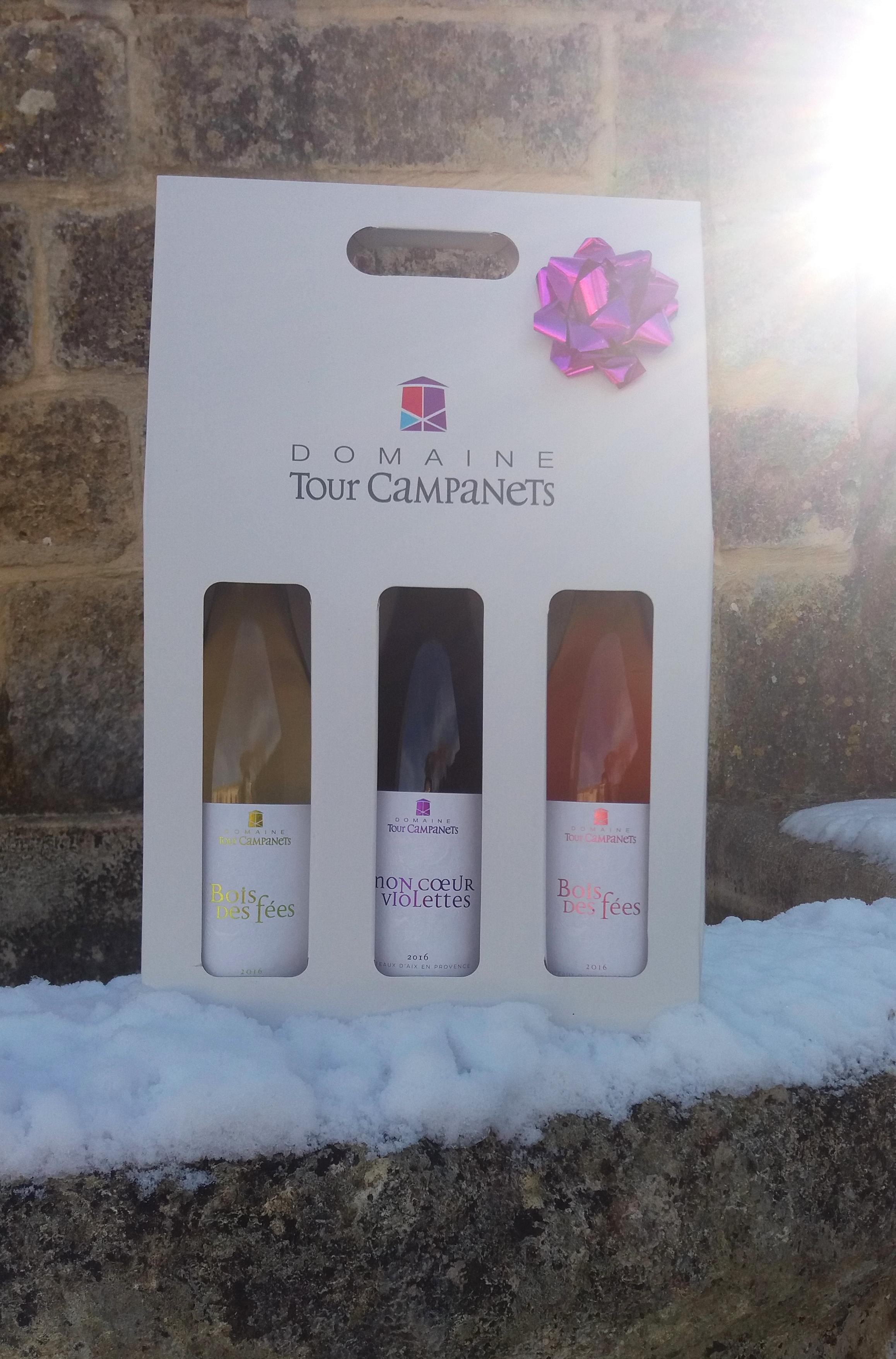 Un vigneron indépendant, des vins biologiques,  une envie de partager nos produits du terroir.Prestige 3 bouteilles :  Bois des Fées Blanc 75 cl Mon Cœur Violettes Rouge 75 cl Bois des Fées Rosé 75 cl